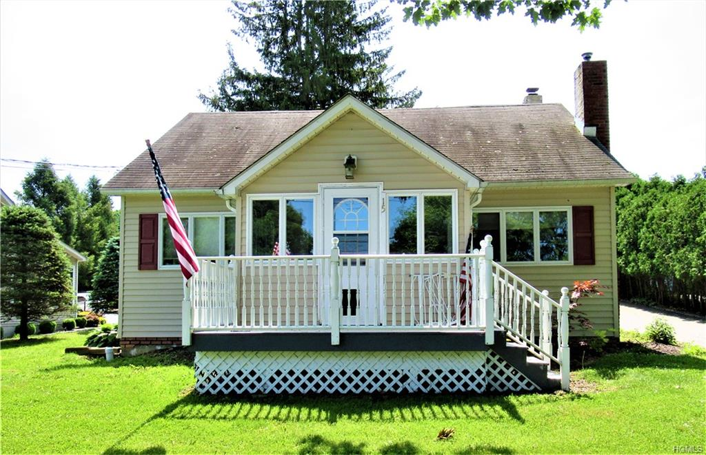 Charming cape! Walking distance to downtown.