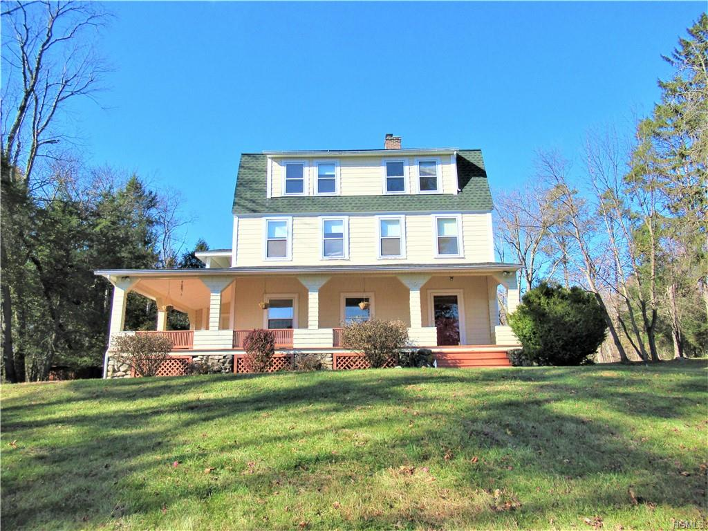 Charming Old Colonial close to Warwick Village